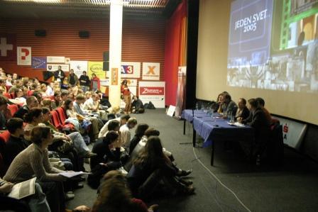 Diskusia so Zajnap Gašajevou, 2005