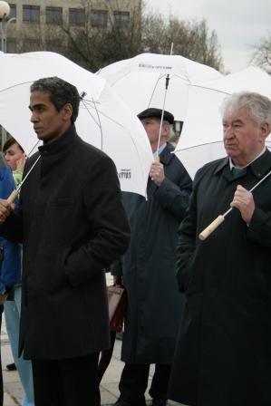 Osvaldo Alfonso Valdés s kňazom Antonom Srholcom