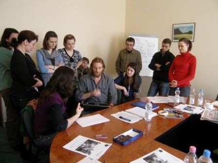 Tom Nicholson s moldavskými novinármi- február 2009