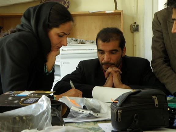 J. Andris, Afganistan, apríl 2010: Odovzdávanie fotoaparátov zástupcom 3 škôl v Kábule