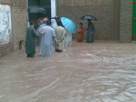 Syed. Kamran ali shah, Pakistan, august 2010: Povodne v okolí Pešávaru