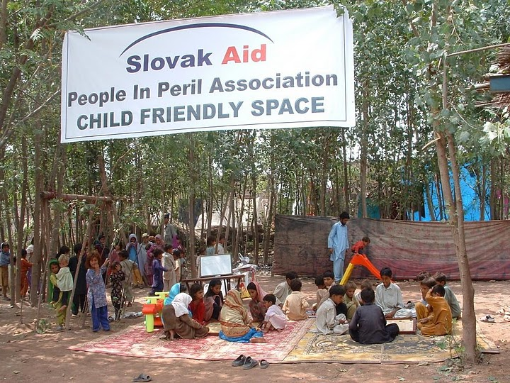 K. Ali Shah, sept. 2010, Pakistan: Detské centrum zriadené OZ Človek v ohrození v okolí mesta Nowsehra