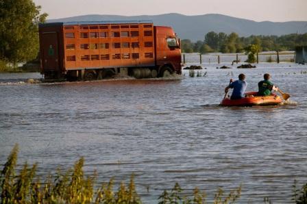 A. Bán, jún 2010, SR: Zaplavená obec Markovce