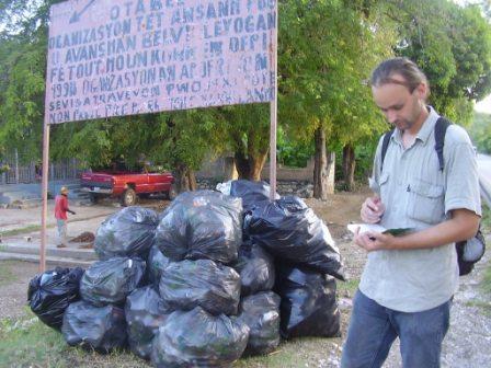 J. Znášik, Haiti, október 2010: Upratovanie v Belle Vue