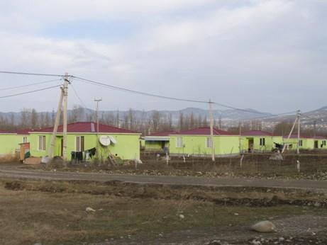 M.Radvakova, marec 2011, Gruzinsko - Tzv. zelene domy v obci Tserovany