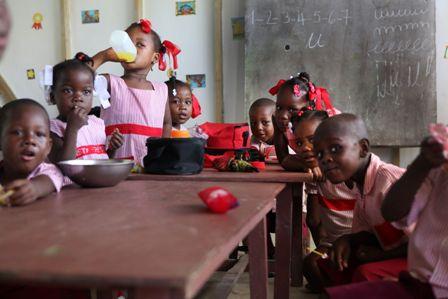 Aaron Mason Haiti januar 2011 - Zo zivota skoly v Leogane 5