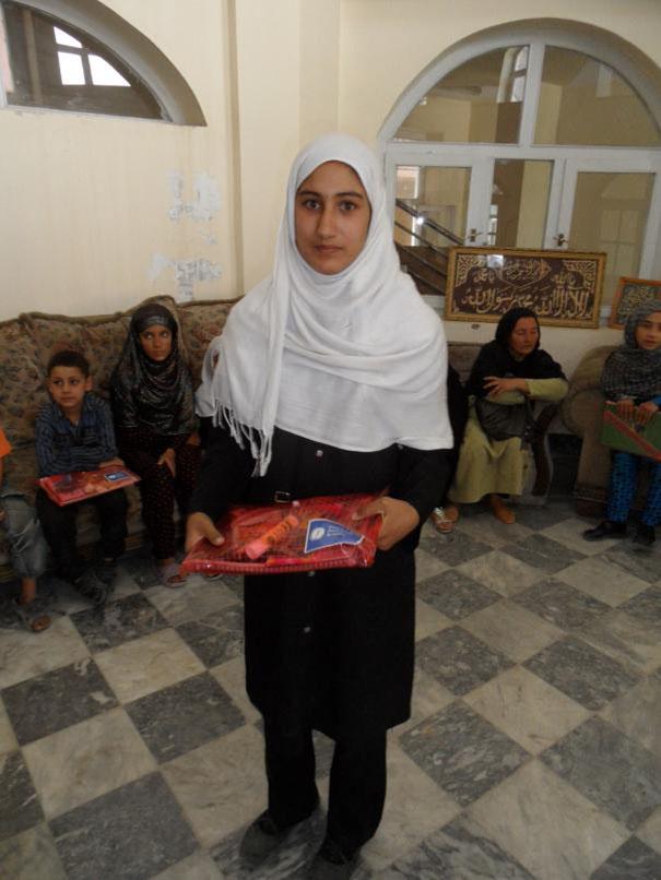 Afganistan-skola-distribucia-pomocok2