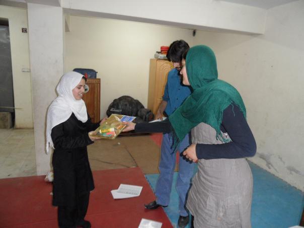 Afganistan-skola-distribucia-pomocok3