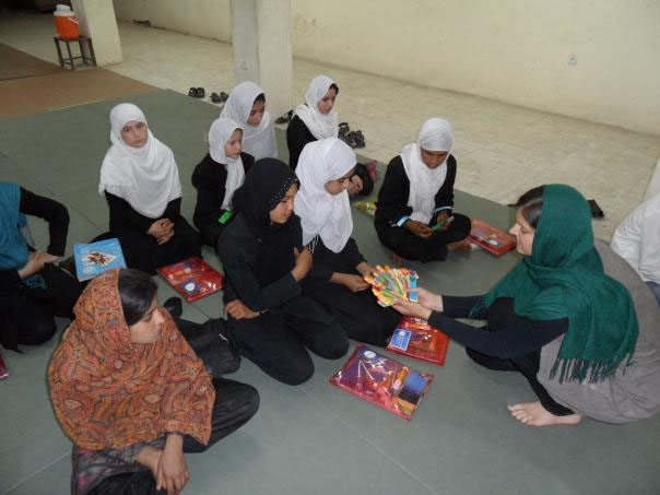 Afganistan-skola-distribucia-pomocok6